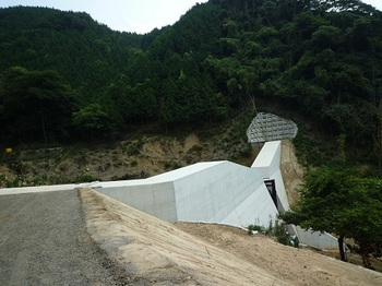 P1110064工事中の堰堤①.JPG