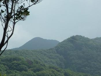 P1110342南東方向に鉄割山.JPG