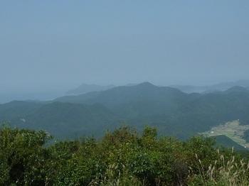 P1110726鉄割山・奥に高山.JPG