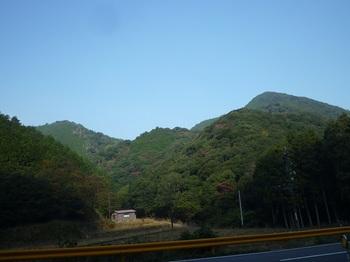 P1120068県道から赤ノ谷入口方向.JPG