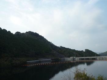 P1120602狩音ダム・高倉山.JPG