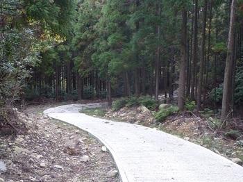 P1120711コン舗装林道.JPG