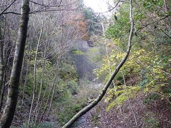 P1120727右谷の堰堤.JPG