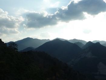 P1120964天井ヶ岳・白滝山・丸卒塔婆山.JPG