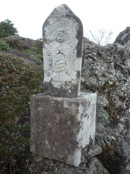 P1130046山頂部の石仏.JPG