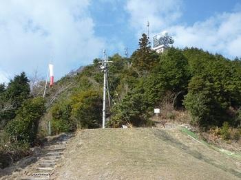 P1130309ランチャー場から頂上のテレビ塔を望む.JPG