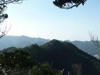 P1130445熊野岳展望地から牛地山.JPG