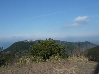 P1130544山頂広場より縦走尾根.JPG