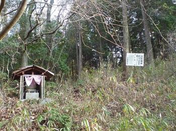 P1130611峠の石仏・公社造林看板.JPG