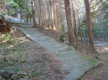 P1130748歴代住職墓地「聯芳塔」.JPG