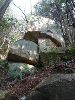 P1130892右上方に大岩.JPG