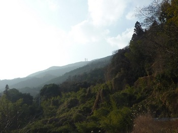 P1130974集落近くから高照寺山を遠望.JPG