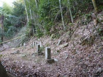 P1140773上方の古墓.JPG