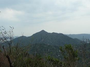 P1150311山頂から楞厳寺山.JPG