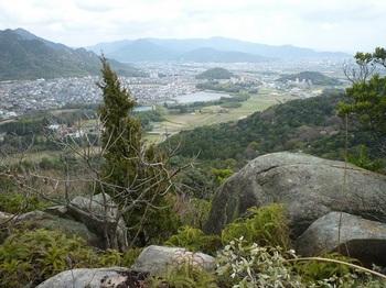 P1150394山頂の展望岩.JPG