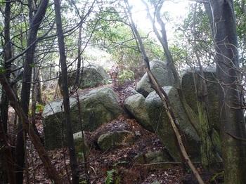 P1150431次の岩群.JPG