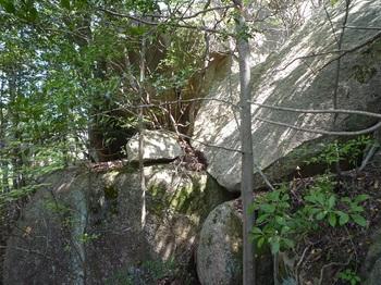 P1150882大岩(側面).JPG