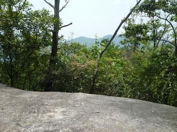 P1150915東ピークの展望岩.JPG