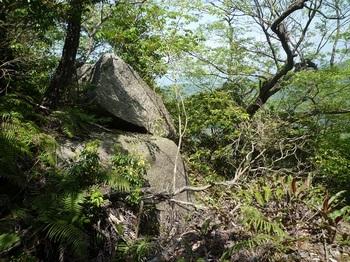 P1150950大岩の最上部(ひとつ上の岩).JPG
