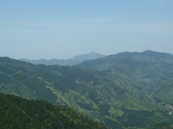 P1160040伐採植林地からの展望(十種ヶ峰・下深山).JPG