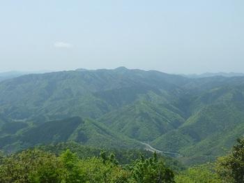 P1160163山頂からの展望(物見ヶ岳・高羽ヶ岳).JPG