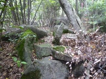 P1160676300mピークの小岩.JPG