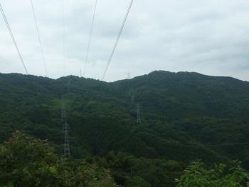 P1170294南方向の送電線・右350mピーク.JPG
