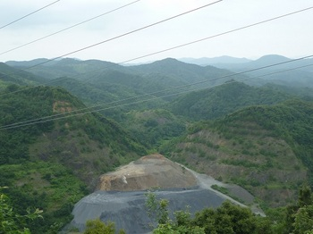 P1170295西側眼下に採石場.JPG