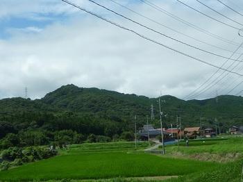 P1170650柳瀬集落付近から267mピーク方向.JPG