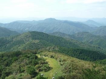 P1180487西の肩広場・矢櫃山・権現山.JPG