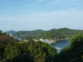 P1190732舗装道から頭島・樽見港.JPG
