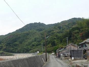 P1190788堤防沿いの道.JPG