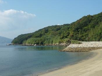 P1190906西側港横の砂浜.JPG