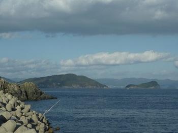P1200394津久美浜の東側より馬島(大津島)・洲島.JPG