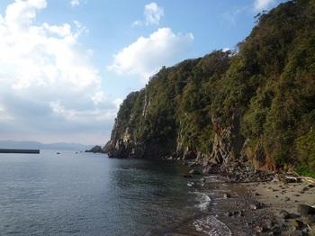 P1200545港西側の断崖.JPG