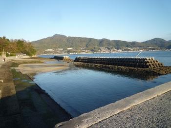 P1200749笠佐港北西側・琴石山.JPG