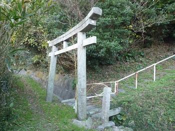 P1200758八幡宮石鳥居.JPG