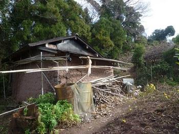 P1210189土壁の作業小屋.JPG