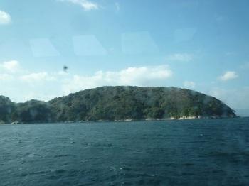 P1210486船内から黒島.JPG
