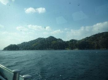P1210487船内から黒島.JPG