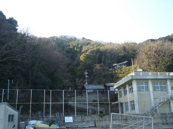 P1210612学校から樫山.JPG