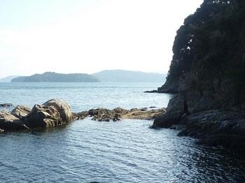 P1210618漁港南側海岸・頭島・浮島.JPG