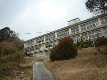 P1210633柱島小中学校.JPG