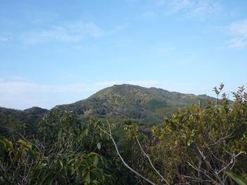 P1210839山頂から金蔵山を望む.JPG