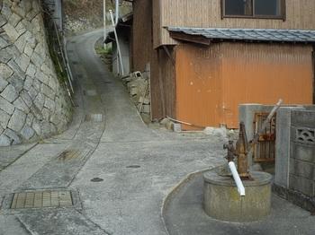 P1220050井戸・ポンプ箇所で左折.JPG