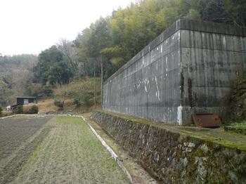 P1220251貯水槽沿いの道.JPG
