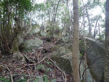 P1220291上方の岩.JPG