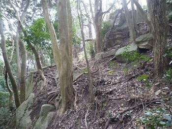P1220342岩場の斜面.JPG