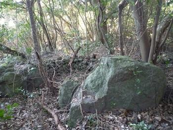 P1220500石積みの囲い箇所.JPG