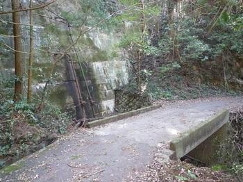 P1220567堰堤・コンクリート橋.JPG